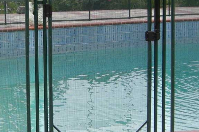 self closing pool gate