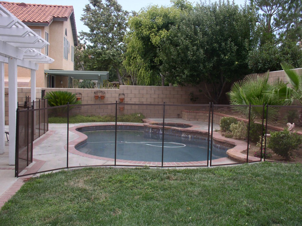 Mesh Pool Fence Vs Rod Iron Pool Fencing