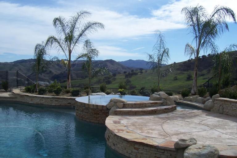 chlorene-or-salt-water-pool