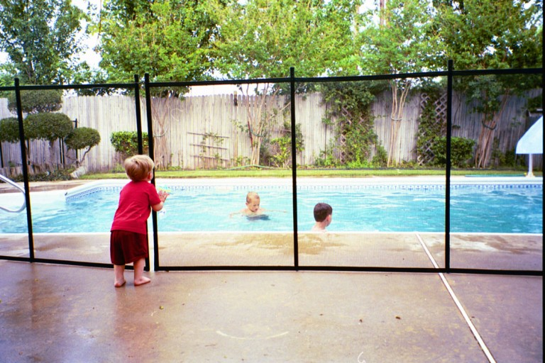 pool-fences-for-kids