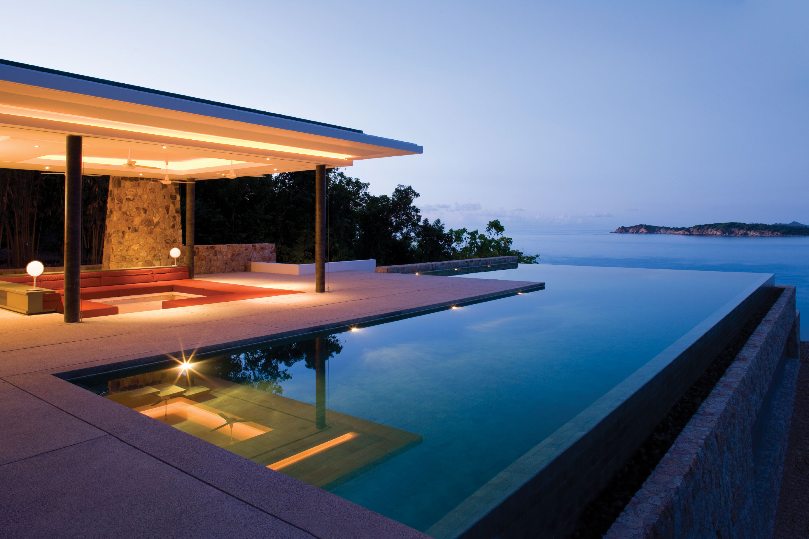 A guide to lighting your pool area for Luxury coastal homes