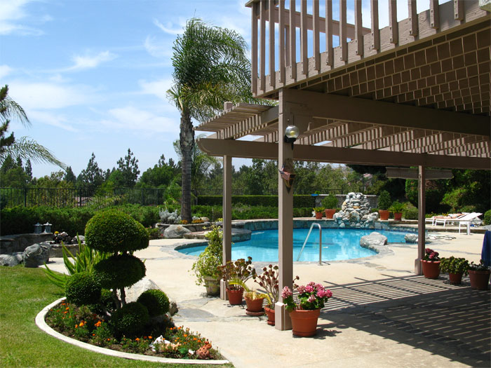 great-landscaping-around-pool