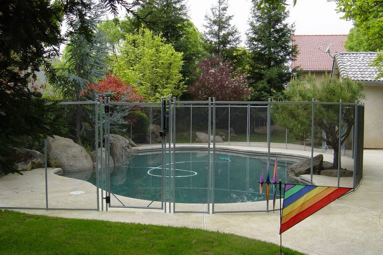 Why Fencing A Backyard Swimming Pool With Guardian Pool Fence Systems