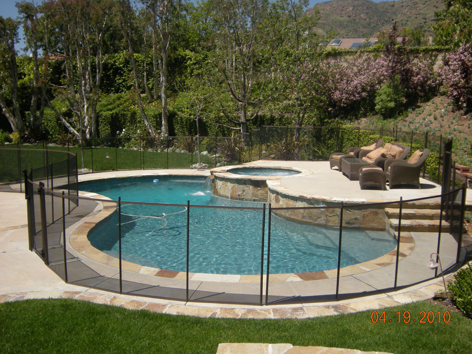 Pool fence ideas type of pool fences pool fencing idea for Types of inground swimming pools