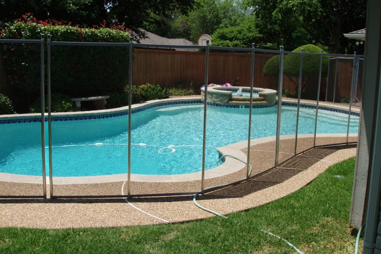 the best pool fence