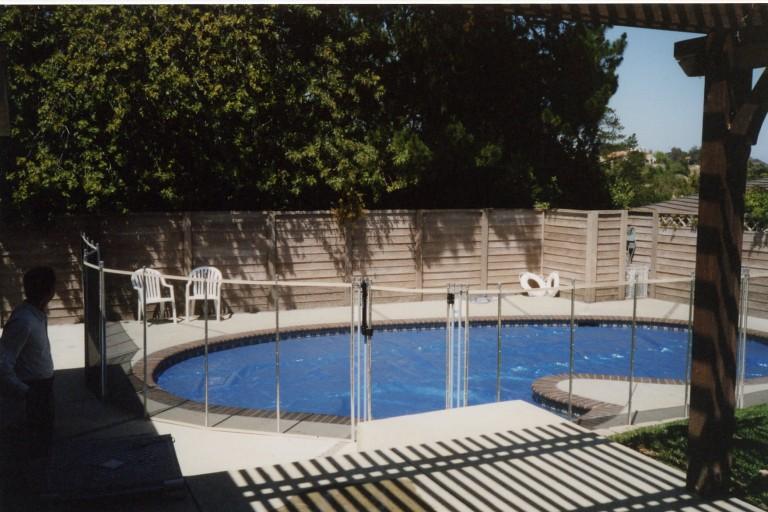 choosing pool fence