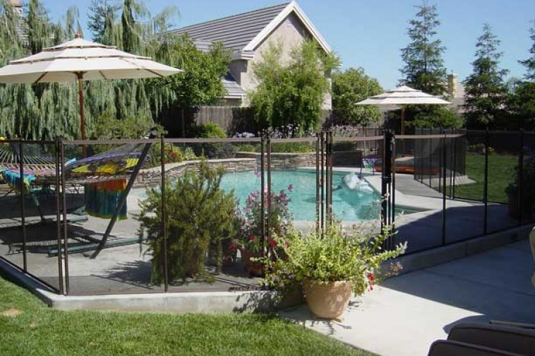 retractable-pool-fence