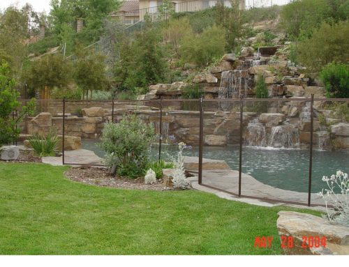 How To Choose The Color Of Your Pool Fence?