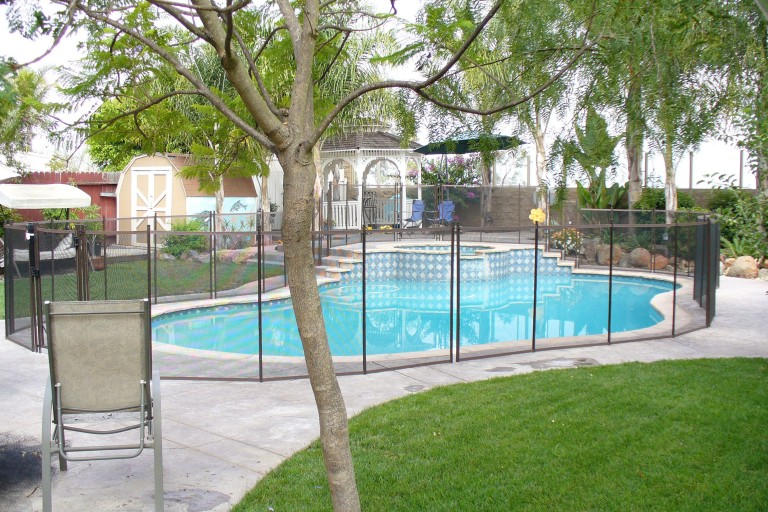 pool-fence-height