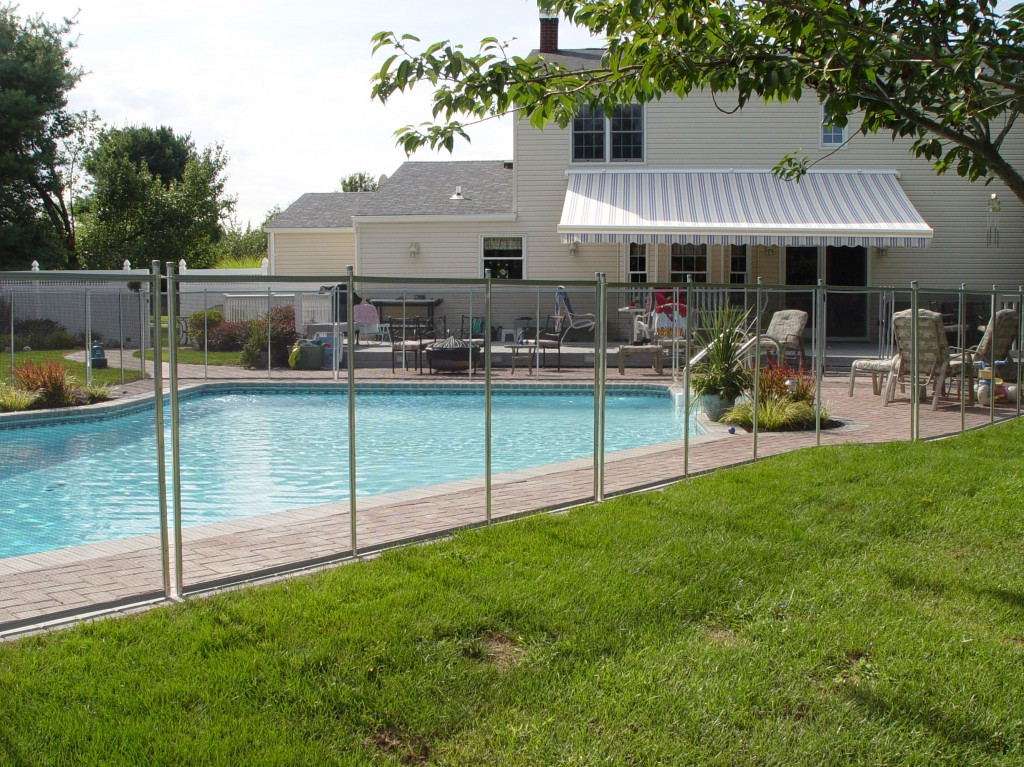 Mesh Pool Safety Fence Vs Glass Pool Fence