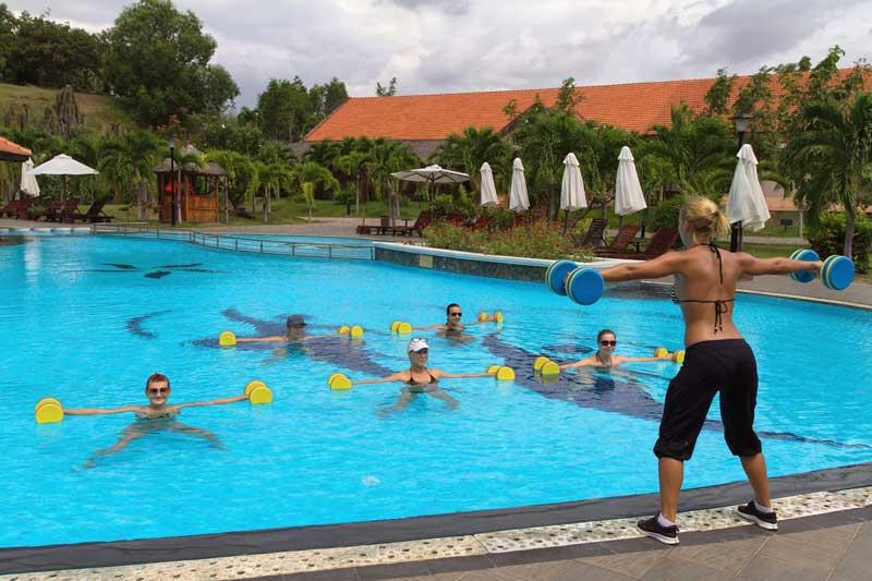 How to use the swimming pool for an abdominal workout - How long after pool shock before swim ...