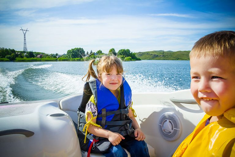 how-to-keep-kids-safe-while-boating